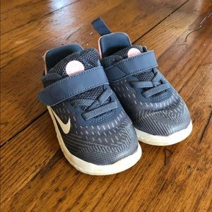 Toddler girl Nike Free RN  size 5